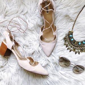 ❤️Host Pick❤️Tahari Lace Up Flats 🎀